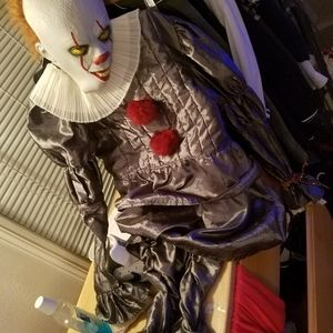 Pennywise costume adult size small